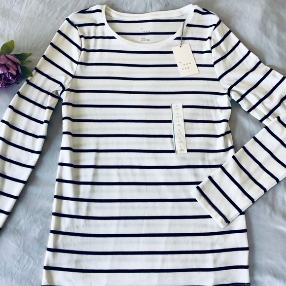 a new day Tops - A New Day-striped White crewneck Long sleeve sz lg